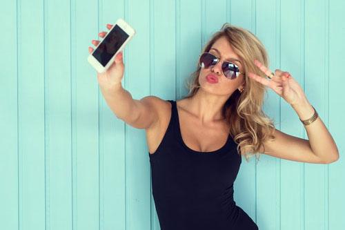 Ľudia zaľúbení do seba milujú selfies