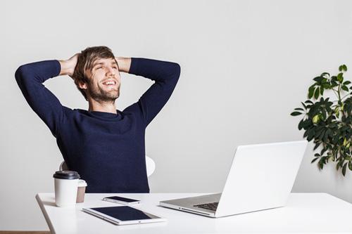 Má minimalizmus v práci pozitívny vplyv na výkonnosť?