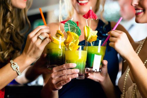 Pitie alkoholu so slamkou