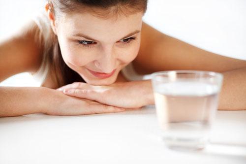 Pomôže pitie vody schudnúť?