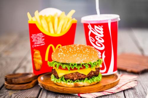 Čo hovorí vaše telo na stravu z McDonaldu?
