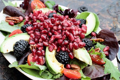 Jednoduché náhrady za nezdravé šalátové ingrediencie