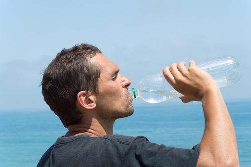 Ako nám škodia plastové fľaše?