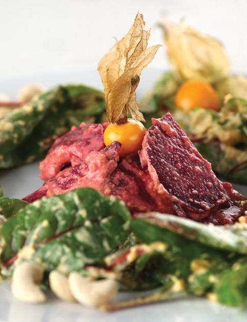 Carpaccio z cvikly so šalátom z cviklových listov